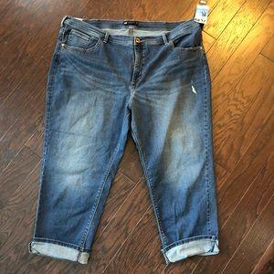 Plus Size Curvy Fit Boyfriend Capri Jeans